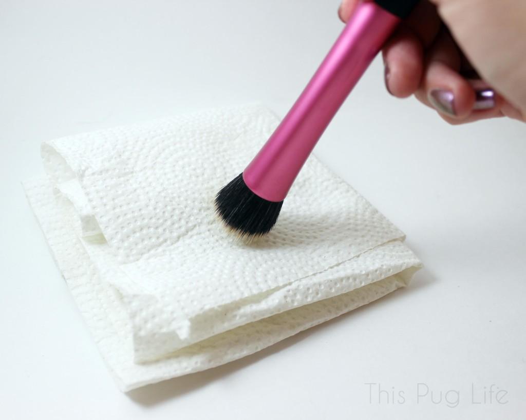 Using DIY Makeup Brush Spot Cleanser